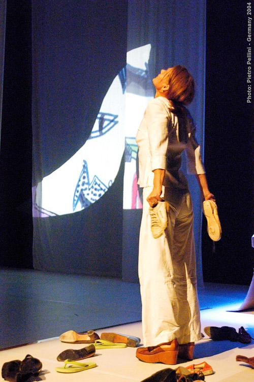 Susahee Performance-Art: Standpunkt XXX TanzWo - Candides Garden, Köln - Alte Feuerwache, Germany